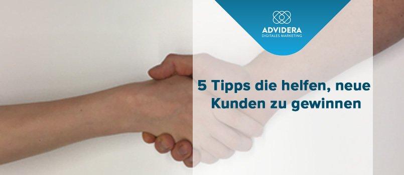 Neukundengewinnung: Zwei Männer geben sich die Hand.